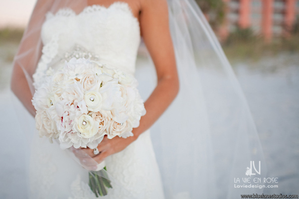 la-vie-en-rose-wedding-bride-bouquet-crystal-peonie-white-ivory-hyatt-regency-clearwater-beach-florida