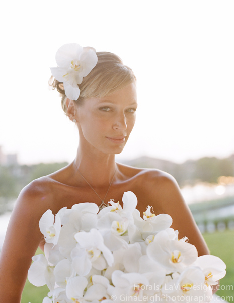 la-vie-en-rose-tampa-bay-wedding-magazine-summer-2011-white-bouquet-orchid-cover-shoot-museum-of-art-florida