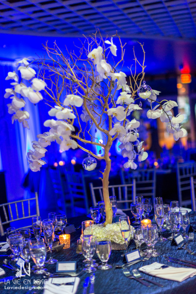 la-vie-en-rose-wedding-reception-blue-orchid-tree-branch-centerpiece-guest-table-florida-aquarium-tampa
