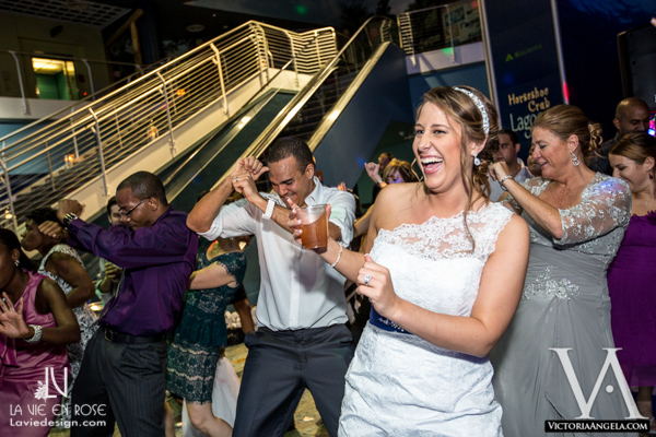 la-vie-en-rose-wedding-reception-dance-floor-bride-groom-table-florida-aquarium-tampa