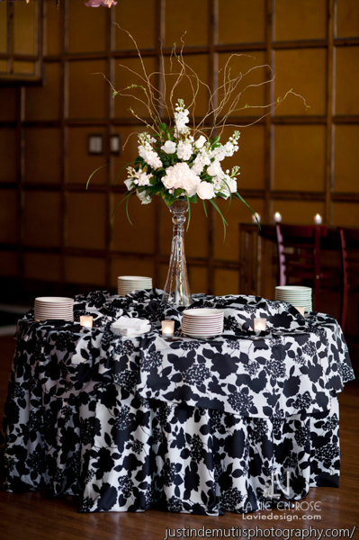 la-vie-en-rose-wedding-reception-phalaenopsis-orchid-hydrangea-white-ivory-tall-damask-linen-centerpiece-arrangement-don-vicente-de-ybor-historic-inn-tampa-florida