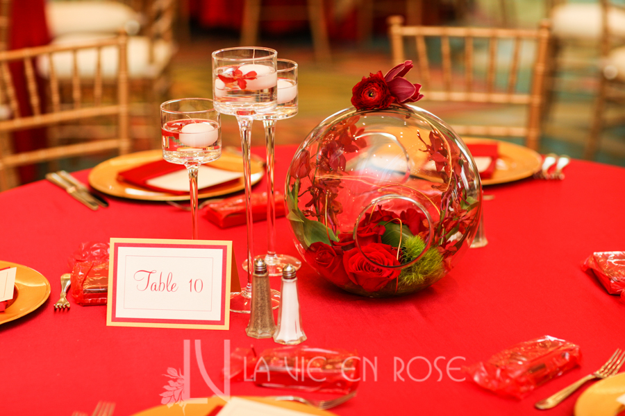 la-vie-en-rose-red-gold-chargers-guest-table-chiavari-chair-centerpiece-globe-linen-floating-candle-tulip-vinoy-renaissance-saint-petersburg-resort-and-golf-club-florida