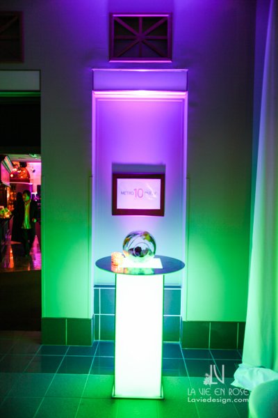 la-vie-en-rose-tampa-bay-metro-magazine-mise-place's-lafayette-room-baisden-gallery-green-purple-white-light-globe