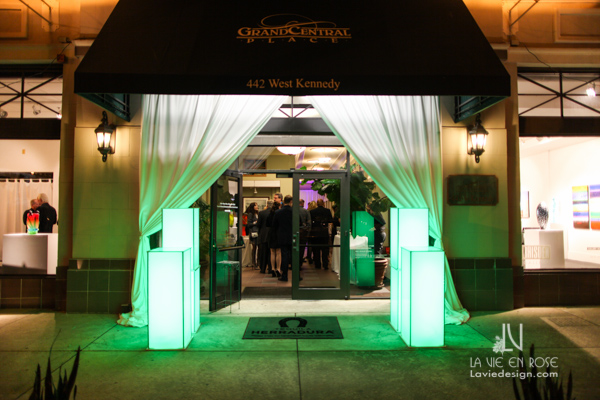 la-vie-en-rose-tampa-bay-metro-magazine-mise-place's-lafayette-room-baisden-gallery-green-light-enterance