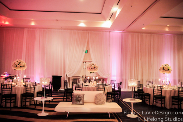 la-vie-en-rose-lounge-furniture-silver-pillows-crystal-lamp-wedding-reception-white-ivory-intercontinental-tampa-florida