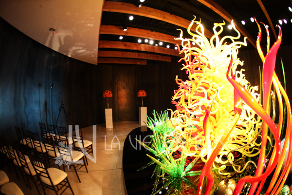 la-vie-en-rose-orange-green-red-glass-wedding-ceremony-chihuly-museum-st.pete-florida