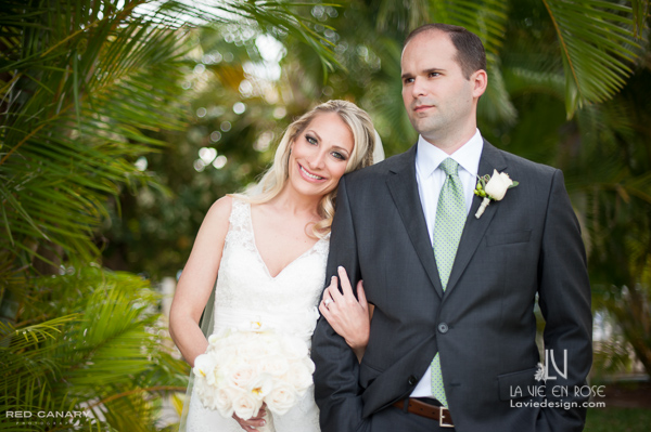 la-vie-en-rose-bride-groom-bouquet-ivory-boutineer-saftey-harbor-resort-spa-clearwater-florida