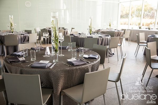 la-vie-en-rose-wedding-reception-tampa-museum-of-fine-arts-centerpiece-floating-candle-grey-linen