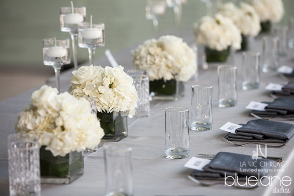 la-vie-en-rose-wedding-reception-tampa-museum-of-fine-arts-centerpiece-wedding-party-table-white-hydrangea