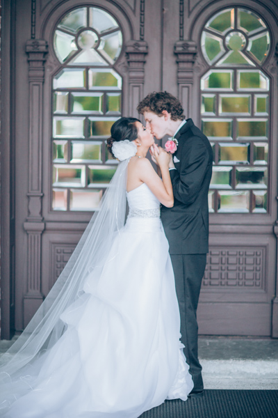 la-vie-en-rose-wedding-bride-groom-kiss-university-tampa-the-vault-downtown-florida