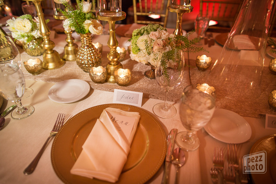 la-vie-en-rose-wedding-reception-table-setting-centerpieces-candles-mercury-gold-chargers-napkins-linens-runner-roses-queen-anne's-lace-the-tampa-club