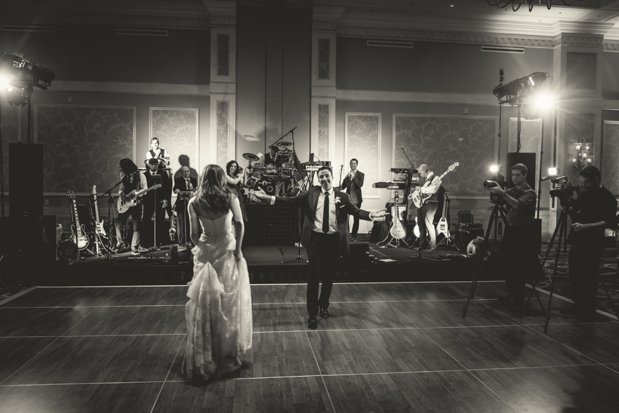 la-vie-en-rose-wedding-reception-first-dance-bride-and-groom-wedding-band-dance-floor-happily-ever-after-love-married-waldorf-astoria