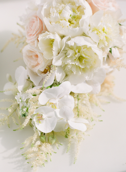 La-vie-en-rose-miami-florida-wedding-gorgeous-bride-bouquet-ceremony-white-ivory-peony-garden-orchid-tulip-elegant-elegant-ritz-carlton-south-beach